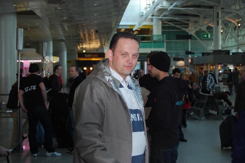 Der Duke im Flughafen von Lissabon.jpg