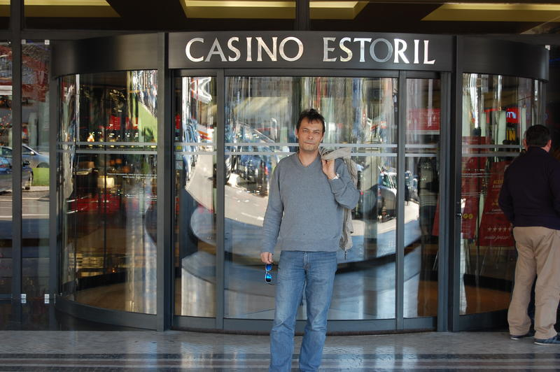 Roy vorm Casino Estoril.jpg