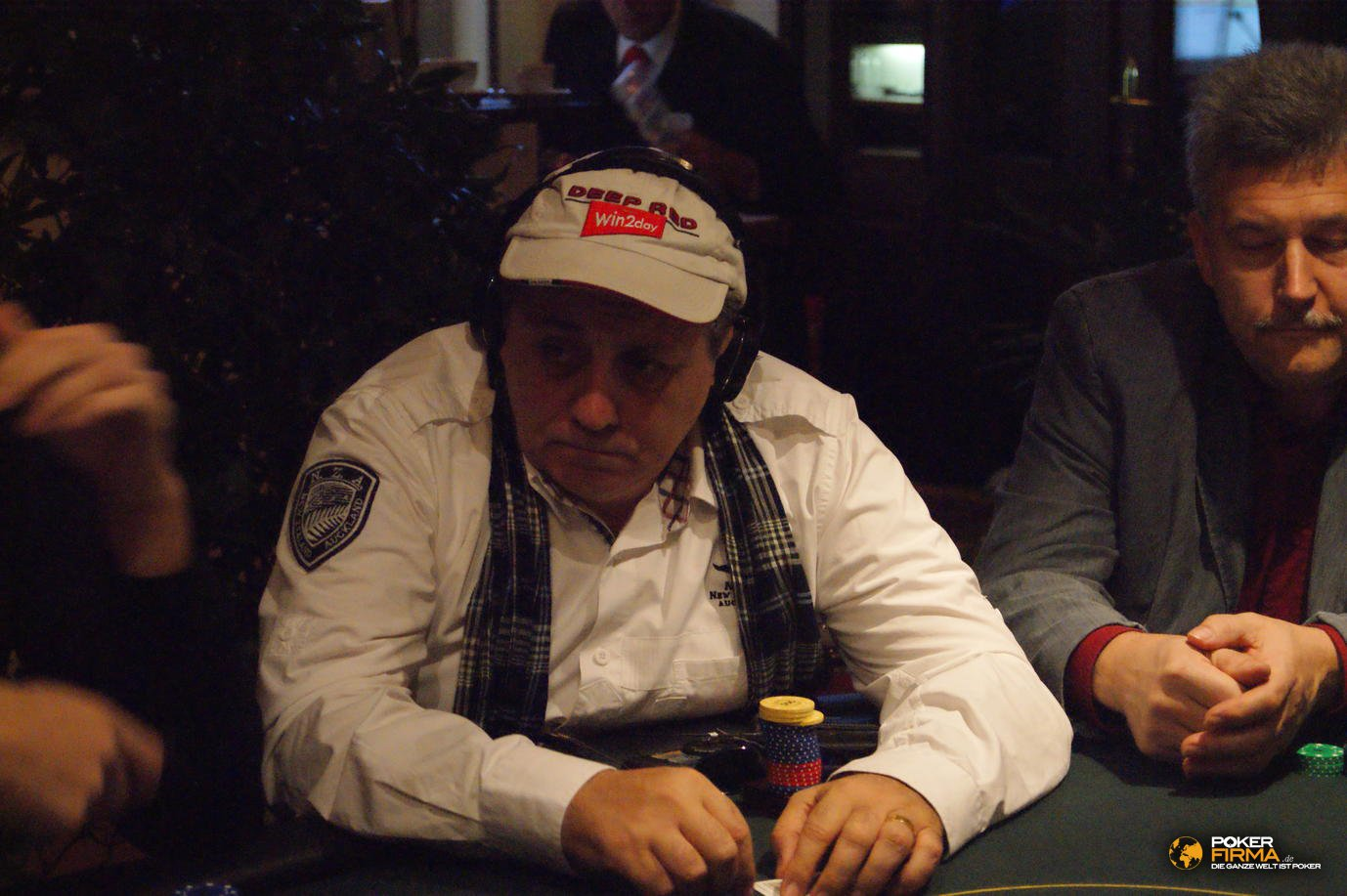 Poker_EM_300_NLH_011111_Ivo_Donev