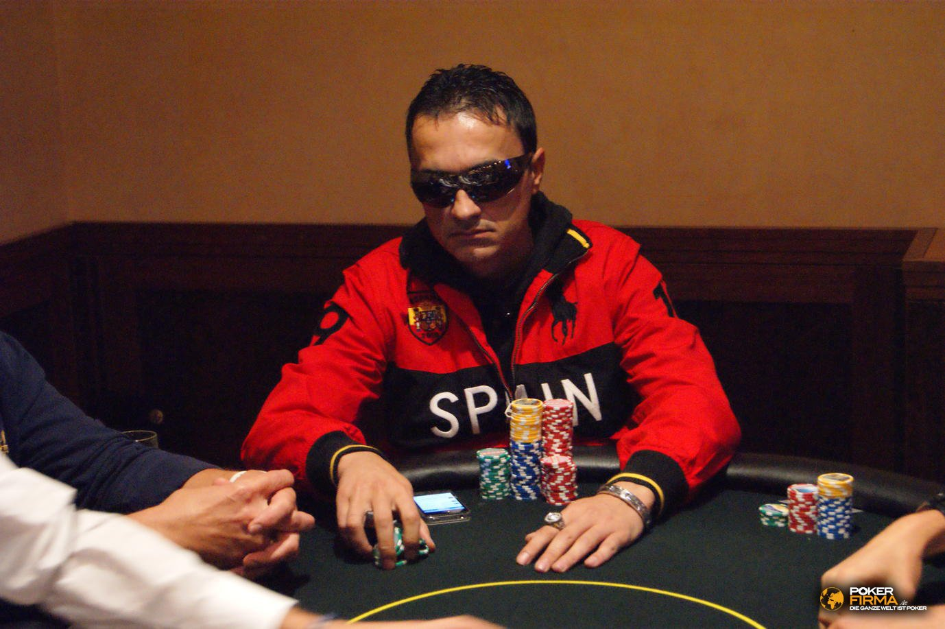 Poker_EM_2000_NLH_251011_Besim_Hot